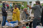 Cooking bioplastic and sand at Prinzessinengärten Wandelwoche, Gut Hellersdorf, Berlin. Foto: Sascha J. Bachmann